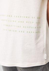 Marc O'Polo DENIM - Print T-shirt - scandinavian white - 4