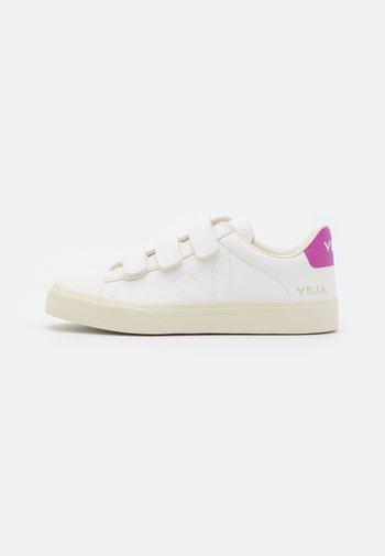 RECIFE - Joggesko - extra white/ultraviolet