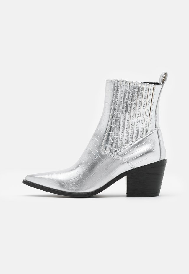 ROCCO - Cowboy/biker ankle boot - silver
