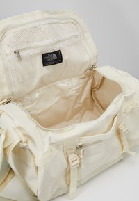 The North Face - BASE CAMP DUFFEL - XS - Sports bag - vintage white - 5