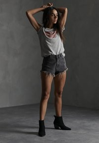 Superdry - CUT-OFF  - Denim shorts - washed black - 1