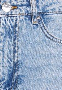 Gina Tricot Petite - DAGNY MOM - Slim fit jeans - light blue - 2