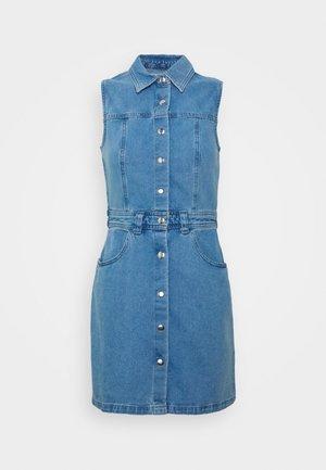 SLEEVLESS DRESS - Robe en jean - denim