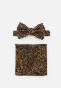 Burton Menswear London - PAISLEY BOWTIE AND HANKIE SET - Rusetti - brown - 0