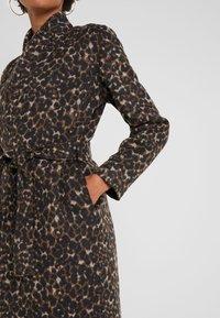 Libertine-Libertine - ELEGANT - Classic coat - camel leo - 5