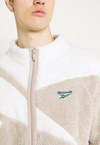 Reebok Classic - VECTOR - Fleece jacket - modern beige - 5