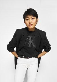 Calvin Klein Jeans - BONDED FILLED TEE - Camiseta estampada - black - 3