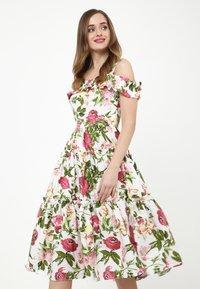 Madam-T - MICHELINA - Day dress - white / khaki - 0