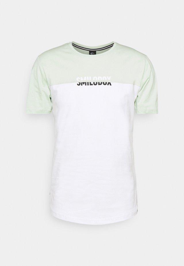 HERREN - Print T-shirt - grün