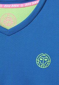 BIDI BADU - EVIN TECH ROUND NECK TEE - Printtipaita - blue/neon green - 2