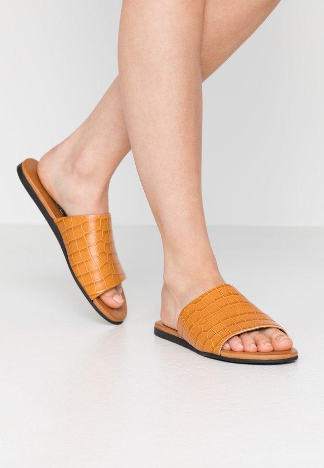 MELA  - Pantolette flach - kenya