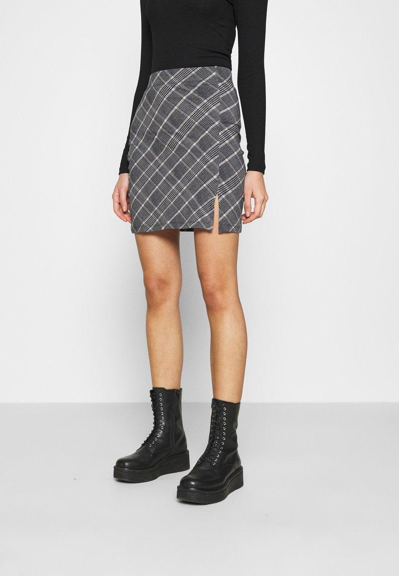 Even&Odd - Basic mini skirt with slit - Miniskjørt - black/multi-coloured