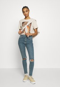 Even&Odd - HATTIE WITH MUCHA AND KLIMT - Camiseta estampada - off white - 1