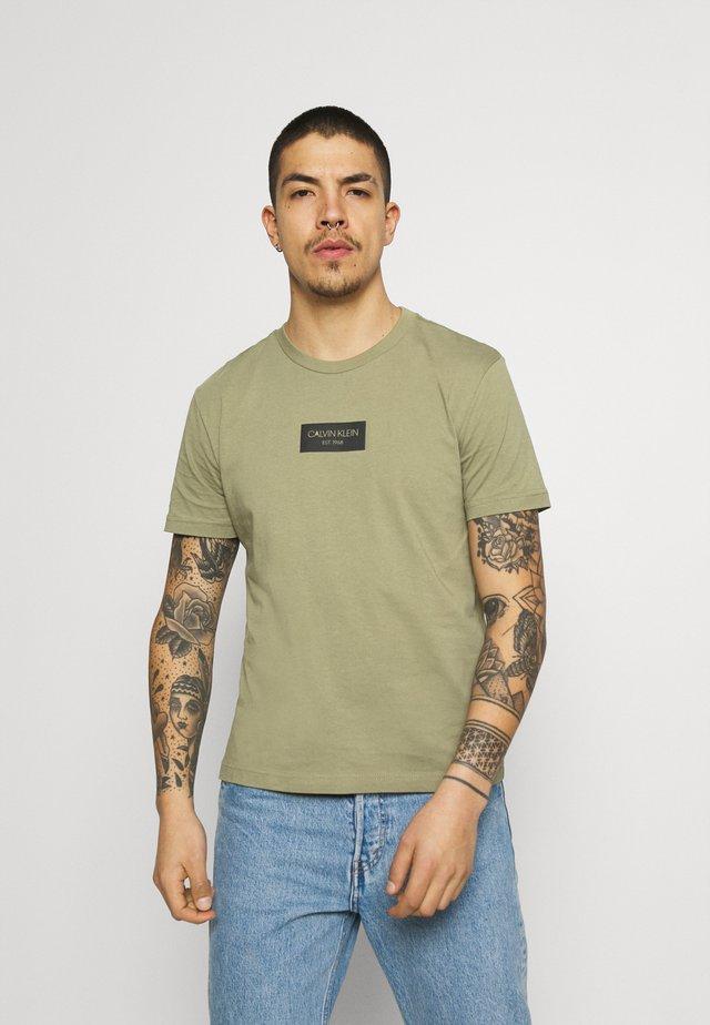 CHEST BOX LOGO - T-shirt print - green
