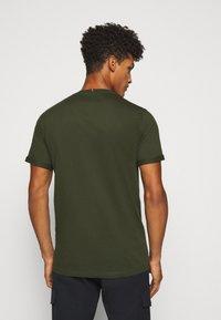 Les Deux - ENCORE  - T-shirts print - deep forrest/sleet grey - 2