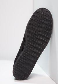adidas Originals - GAZELLE - Baskets basses - core black - 4