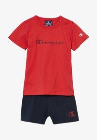 Champion - CHAMPION X ZALANDO TODDLER SUMMER SET - Krótkie spodenki sportowe - red/dark blue - 3