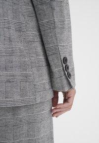 InWear - Shorts - black / white - 3