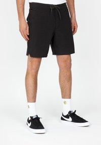 Roark - Shorts - black - 0