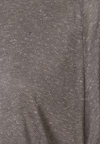 Vaude - WOMENS MINEO - Camiseta básica - iron - 2