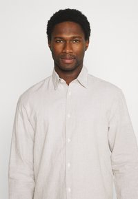 Selected Homme - SLHREGNEW SHIRT - Skjorta - dried herb - 4