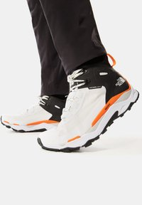The North Face - M VECTIV EXPLORIS MID FUTURELIGHT - Outdoorschoenen - tnf white/tnf black - 0