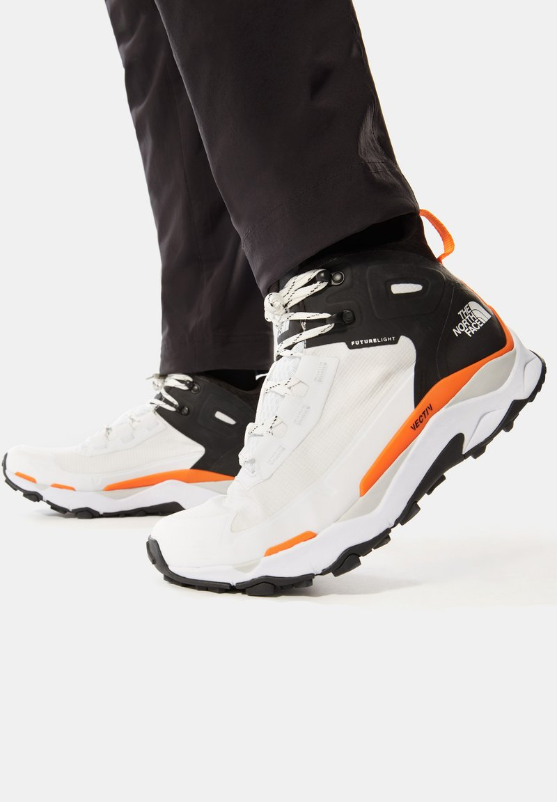 The North Face - M VECTIV EXPLORIS MID FUTURELIGHT - Outdoorschoenen - tnf white/tnf black