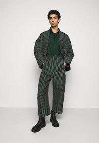 Henrik Vibskov - DOUBLE MIRROR SHOWERTILES - Shirt - black / dark green - 1