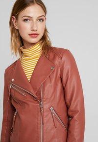Vero Moda - RIAFAV SHORT JACKET - Faux leather jacket - mahogany - 3
