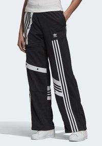 adidas Originals - DANIËLLE CATHARI JOGGERS - Pantalon de survêtement - black - 0