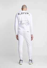 STEREOTYPE - Teplákové kalhoty - white - 2