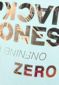 Jack & Jones Junior - Print T-shirt - bleached aqua - 6
