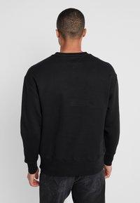 Tommy Jeans - BADGE CREW - Sweatshirt - black - 2