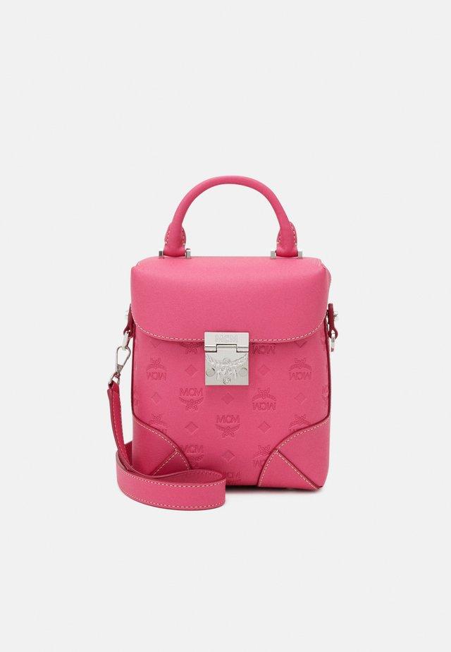 Handbag - sugar pink