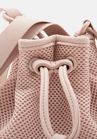UGG - Across body bag - quartz - 5