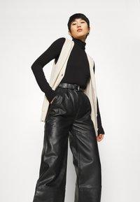 Deadwood - PINE PANTS - Leather trousers - black - 3