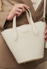 Isabel Bernard - Handbag - beige - 0