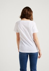 J.CREW - VINTAGE V NECK TEE - Basic T-shirt - white - 2
