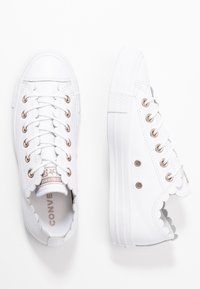 Converse - CHUCK TAYLOR ALL STAR - Sneakersy niskie - white - 3