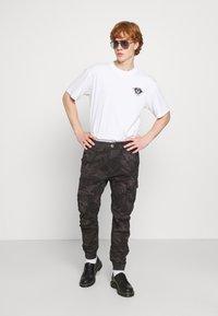 Edwin - SUTURE UNISEX - Print T-shirt - white - 1