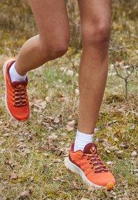 Merrell - MOAB FLIGHT - Scarpe da trail running - tangerine - 4