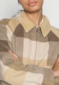 Selected Femme - SLFREGGY SHORT HANDMADE JACKET CHECK B - Summer jacket - caribou - 4
