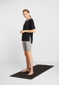 Nike Performance - YOGA LAYER - T-shirts - black - 1