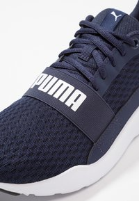 Puma - WIRED - Gym- & träningskor - peacoat/white - 5