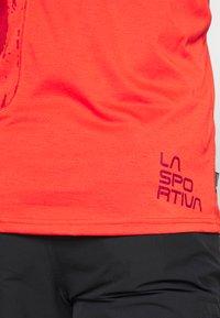 La Sportiva - LEAD - T-shirt z nadrukiem - poppy - 5