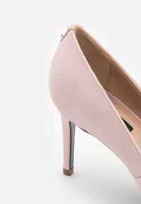 Patrizia Pepe - Lodičky na vysokém podpatku - pink dune - 6