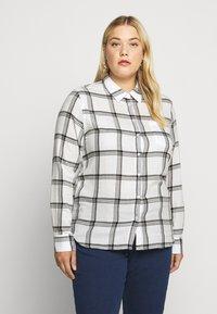 Wrangler Plus - REGULAR - Košile - off white - 0