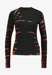 Weekday - MEJA - Langærmede T-shirts - tie dye red - 4