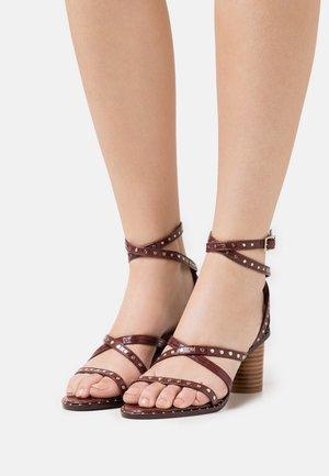 KATHAR - Sandály - dark brown