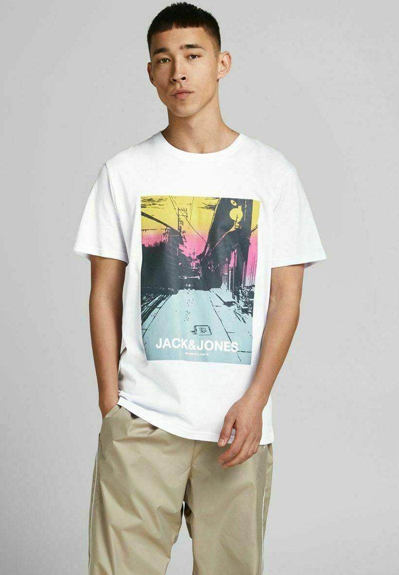 Jack & Jones - JCOBLADE TEE CREW NECK - Print T-shirt - white